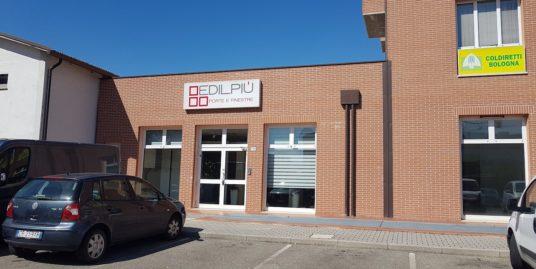 Locale commerciale a Imola di due negozi Euro 450000