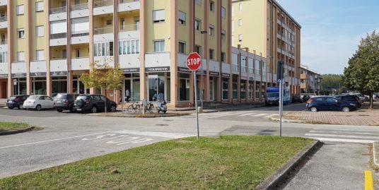 Negozio a Ravenna con posto auto
