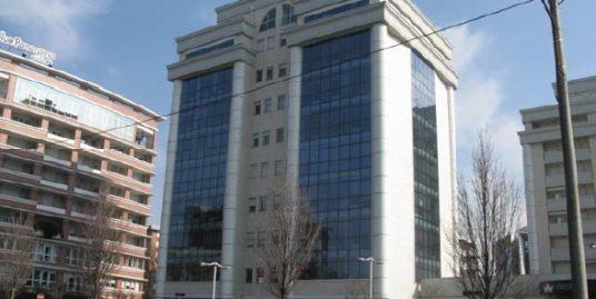 Luminoso ufficio a Gallarate Euro 370000